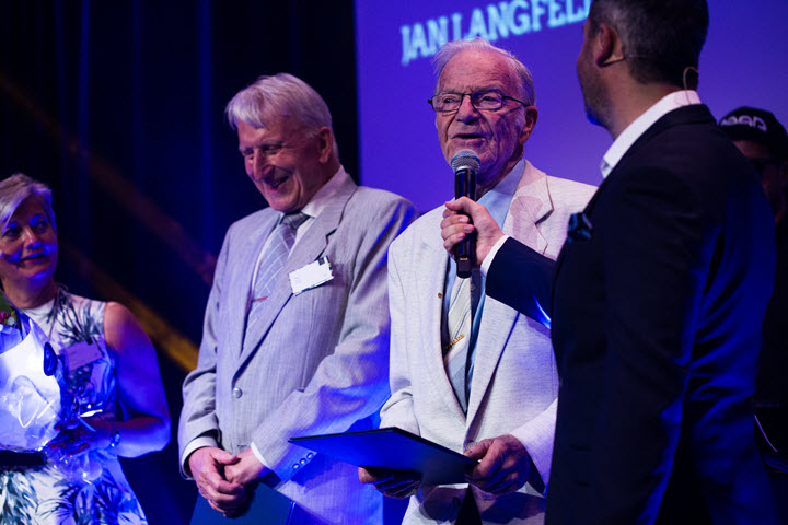 Jan Langfeldt and Per Wolff received the Distinguished Alumni Award for keeping in touch with BI and their fellow alumni from 1957.